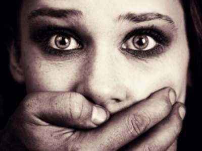 hand_over_mouth_woman_300x300_istock