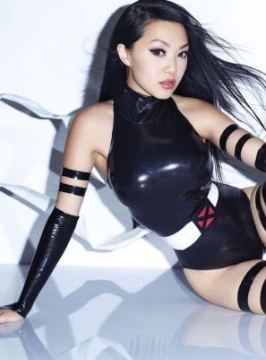 linda-le-aka-vampy-bit-me-fhm-magazine-singapore-december-2013-issue_5